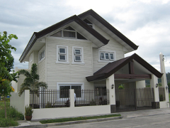 CDMDR172 : 5 Bedroom 2 Storey Fuente De Villa Abrille House and Lot (Near SM and NCCC Mall)